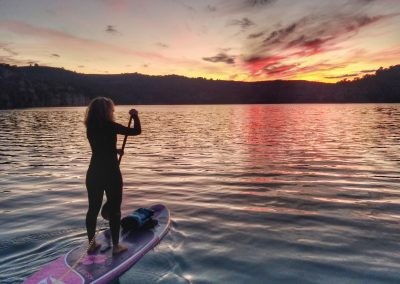 Stand Up Paddle Board gonflable Aquadesign Leesy allround fitness en situation sunset ©Jeanne_Fouliard